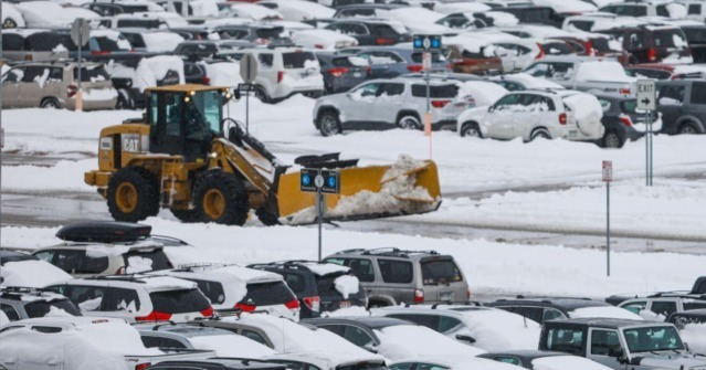 Winter Storm Blankets U.S., Cancels Thousands of Flights