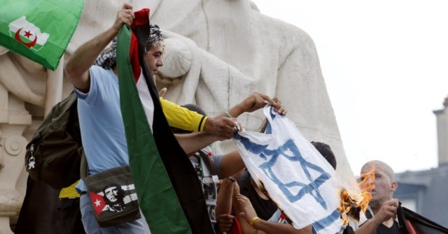 Pope Francis Ties Rise in Antisemitism to Growth of Populism