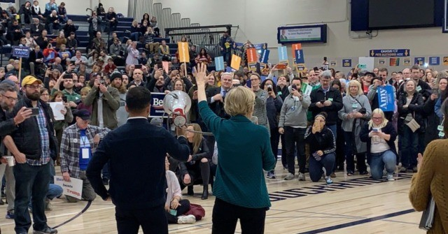 Elizabeth Warren Makes Her Pitch to Iowa Caucus Voters: 'I Know How to Win'