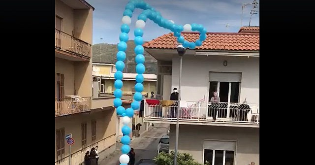 Balloon Rosary Released into Sky Gives Hope to Quarantined Italians